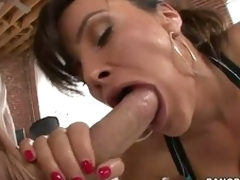 Consummate arse woman Lisa Ann swallows heavy dick