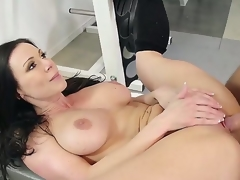 Hot dark brown receives her slit sucked by his boyfriend and later receives fucked hard in the gym