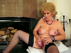 Hardcore action with a sexy granny Effie who permeates her bushy gap with a toy