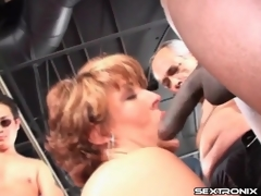 Curvy aged sucks ramrods in blowbang video