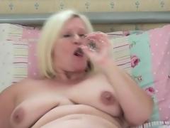 Chubby solo mamma gal masturbates in sofa