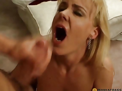 Woman takes a big shlong in her throat