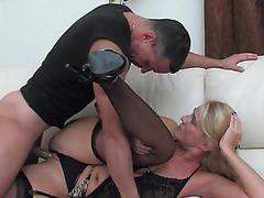 Dolled-up mamma makes her snatch ready for a rock-hard shaft of a hung dude